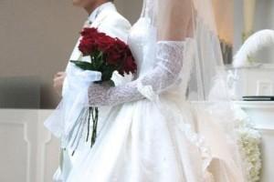 結婚式のブーケを持つ花嫁