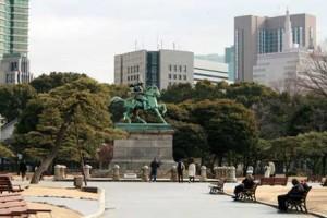 皇居の楠公像