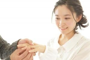 婚約指輪をプレゼント
