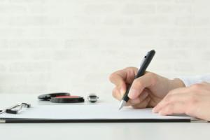 重要事項の説明を受けて契約書にサイン