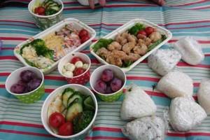 埼玉自然デートでお弁当を食べる