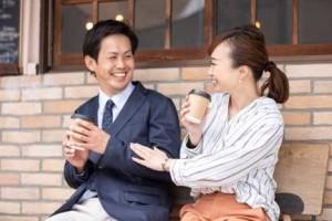 デート会話ネタで話しが盛り上がる婚活カップル