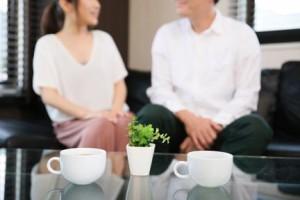 不倫上司と会話する40代独身女性