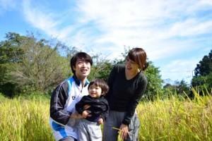 米どころ新潟の田園風景と家族