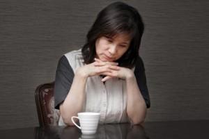 婚活相談で涙をこぼす母親