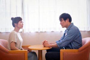 離婚に向けての話し合いをする夫婦