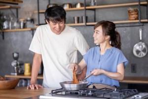 共同作業で料理を作る