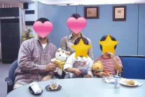 再婚子持ち女性と初婚男性の家族写真